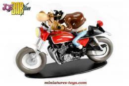 La figurine d'Edouard bracame sur sa Honda 750 CB du Joe Bar Team au 1/18e