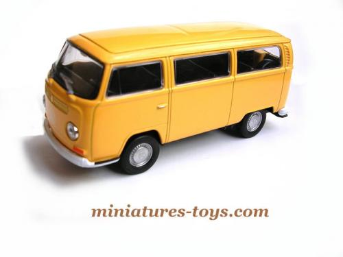 le combi volkswagen type 2 orange en miniature au 1 38e de welly neuf miniatures toys. Black Bedroom Furniture Sets. Home Design Ideas