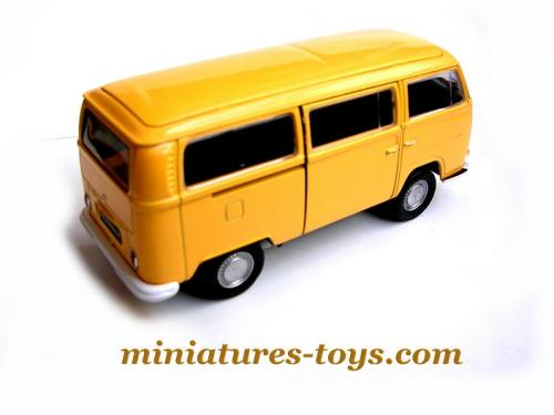 le combi volkswagen type 2 orange en miniature au 1 38e de welly neuf miniatures toys. Black Bedroom Furniture Sets. Home Design Ideas
