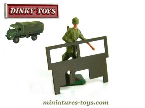 le pare brise peint pour l 39 unimog mercedes de dinky toys france miniatures toys. Black Bedroom Furniture Sets. Home Design Ideas