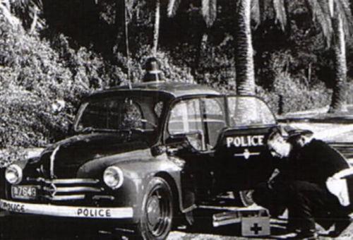 la renault 4cv pie police mon u00e9gasque miniature d u0026 39 eligor au