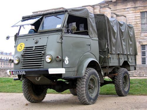 le camion militaire renault vlra 4x4 miniature de solido au 1 50e miniatures toys. Black Bedroom Furniture Sets. Home Design Ideas