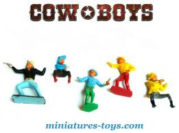 Un lot de 5 cowboys en plastique du type Starlux au 1/32e incomplets
